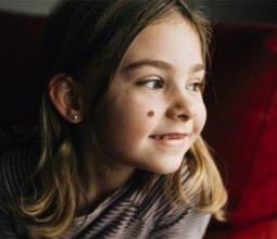 Что делать, если у ребенка выпуклая родинка потемнела и стала расти
