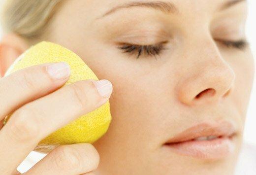 намазать лицо лимоном
