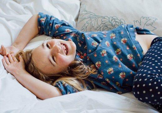 Радостная девочка